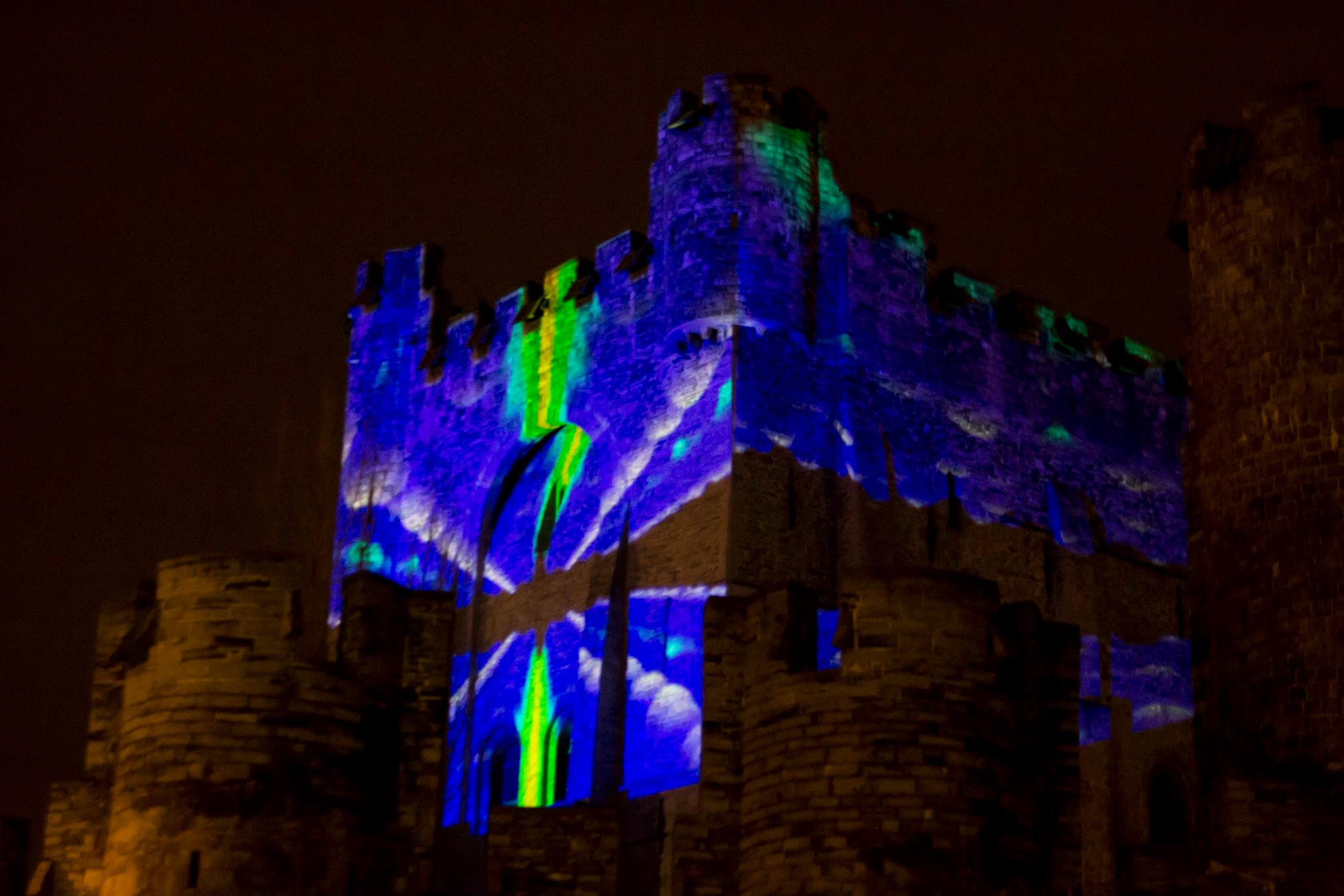 Simulated STM of nanowires projected on the Gravensteen (Ghent) during the 2012 Light Festival). Courtesy of Glenn Pollefeyt